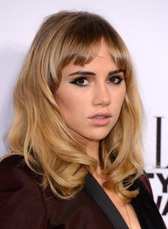 Suki's beauty look for the Elle Style Awards seemed to channel Brigitte Bardot, thanks to voluminous waves, short bangs, and winged eyeliner.