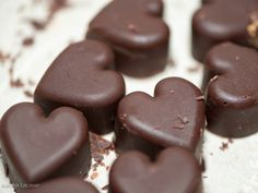 Are you a chocolate lover? Read on to learn about the benefits of eating chocolate, what kind of chocolate to eat and in what amounts. Chocolate Paleo, Chocolate Day, Chocolate Hearts, Homemade Chocolate, Delicious Chocolate, Chocolate Covered, Chocolate Candies, Craving Chocolate, Chocolate Caramels