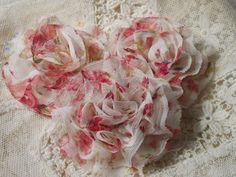 A good way of make flowers using soft fabric❤