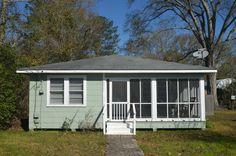 20901 E. Railroad Ave. Cute house in Livingston. Love the porch.