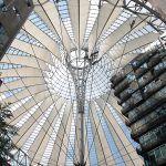 Potsdamer Platz, Berlin - hoch hinauf!   Travelcontinent #deutschland #städtetrip Berlin Skyline, Potsdamer Platz, Mekka, Fair Grounds, Modern Architecture, Cool Pictures, Voyage, Germany