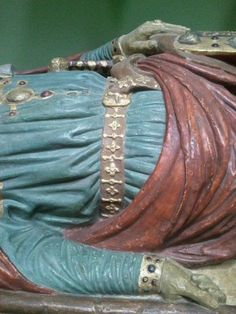 Belt detail on medieval effigy Medieval Belt, Medieval Costume, Medieval Dress, Medieval Fashion, Medieval Clothing, Historical Costume, Historical Clothing, 14th Century Clothing, Monuments