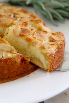 If you're looking for an easy apple cake recipe… look no further! This one… If you're looking for an easy apple cake recipe… look no further! This one is a classic butter cake, layered with apple slices and topped with flaked almonds. Moist Apple Cake, Easy Apple Cake, Apple Cake Recipes, Easy Cake Recipes, Sweet Recipes, Baking Recipes, Apple Cakes, Apple Pie, Apple And Almond Cake