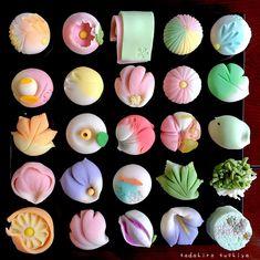 Twitter Japanese Food Art, Japanese Snacks, Japanese Candy, Japanese Sweets, Japan Dessert, Kawaii Dessert, Cute Desserts, Beautiful Desserts, Wagashi Recipe