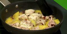 Ένα πιάτο που μπορείτε να απολαύσετε είτε ως κυρίως πιάτο με μια δροσερή σαλάτα από δίπλα, είτε ως μεζέ μαζί με ωραίο ζεστό φρυγανισμένο ψωμάκι. Pork, Meat, Chicken, Recipes, Kitchen, Kale Stir Fry, Cooking, Recipies, Kitchens
