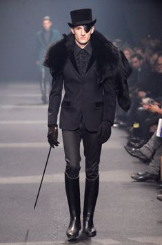 Rock'n'Roll is in the Soul: Knee high boots, Top hat, Kane, and Blazer. Mugler shows a classy man ready for his day. And the fur on the shoulder simply makes this look even better! #Mugler #Menswear #FW