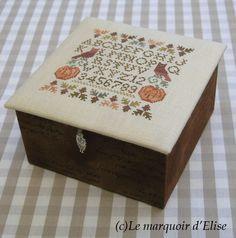 Caja de madera forrada