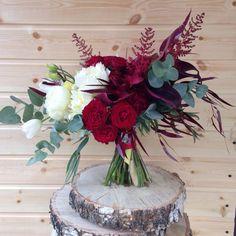 Букет невесты для прекрасной и самой счастливой невесты Татьяны) в составе букета каллы двух сортов, пионы, гвоздики белые и сорта Голем, астильбе, тюльпаны, кустовые розы, эвкалипт Николи и цинерия)