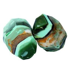 Blarney Stone Soap Recipe from Natures Garden is a free recipe that will show you how to make soap that look like gemstones.