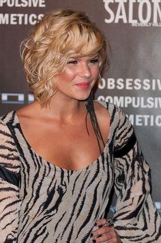Kimberly Caldwells wavy, bob hairstyle
