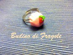 Budino di Fragole: DIY Anello in Fimo e Cernit / Strawberry Pudding Ring in Polymer Clay (NO mold), via YouTube.