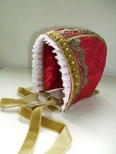Dåpslue, rød silkebrokade. Christening bonnet, handmade by Lill Venke Hustvedt
