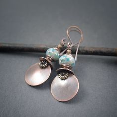 artisan Lampwork earrings • grey blue speckled glass beads • hand forged copper discs • tribal jewelry • ethnic earrings • glass jewelry by entre2et7 on Etsy