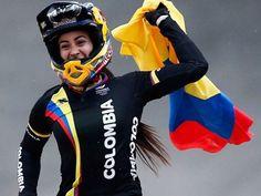 Mariana Pajón celebra su oro en categoría BMX durante los juegos olímpicos de…