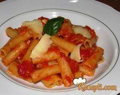 Recept za Pasta alla arrabbiata. Za spremanje ovog jela neophodno je pripremiti testenina, paradazj, beli luk, papričice, sir, so, biber, bosiljak.