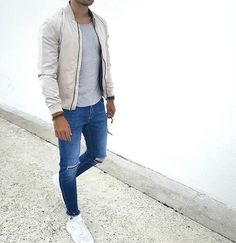 Die: White Sneakers + Washed blue jeans + Lightgray Simple T-Shirt + Cream Jacket