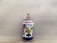 Apothecary Jar for Liquorice or Licorice In Cosmetics, Apothecary Jars, Green Garden, Hand Painted Ceramics, Ceramic Painting, Carnations, Oriental, Presents, Shapes