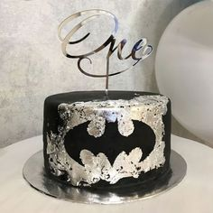 Stunning 33 Unordinary Batman Groom Cake Ideas That Your Kids Will Like It Batman Birthday Cakes, 25th Birthday Cakes, Superman Cakes, Marvel Cake, Batman Cake Pops, Cupcake Cakes, Cupcakes, Superhero Cake, Cakes For Men