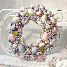 Cute Easter Wreaths that make your home cute. Tons of Easter Wreaths that you will love! Easter Projects, Easter Crafts, Craft Projects, Easter Decor, Craft Ideas, Easter Wreaths, Christmas Wreaths, Spring Wreaths, Christmas 2019