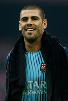 Victor Valdes Photos - Victor Valdes of FC Barcelona smiles prior to the start the La Liga match between FC Barcelona and Valencia CF at Camp Nou on February 2014 in Barcelona, Spain. - FC Barcelona v Valencia CF - La Liga Camp Nou, Xavi Hernandez, Fc Barcelona, Barcelona Catalonia, Goalkeeper, Football Players, Gorgeous Men, Sports And Politics, Valencia