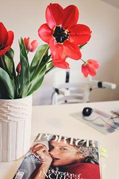 Beautiful Tulips in AER WEAR Showroom www.mauvert.com Showroom, Tulips, Table Decorations, How To Wear, Inspiration, Beautiful, Home Decor, Biblical Inspiration, Decoration Home