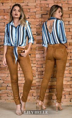 Lily Belle, moda feminina. Camisa listrada com decote nas costas, calça em suede. #LilyBelle #LooksFemininos #Lookbook #OutonoInverno #Suede #Camisa