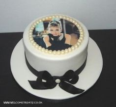 Breakfast at tiffanys party ideas food audrey hepburn 43 ideas Audrey Hepburn Birthday, Audrey Hepburn Inspired, Sweet 16 Birthday, Birthday Parties, Birthday Cakes, 16th Birthday, Edible Picture Cake, Breakfast At Tiffanys Party Ideas, Breakfast At Tiffanys