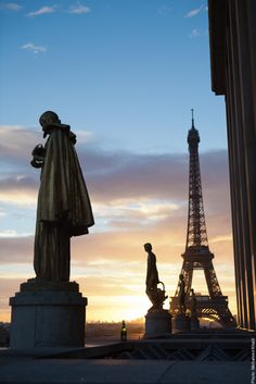 Sunset in #Paris at the #Trocadero.  #EiffelTower    Photo: (c) mohamedkhalil.tumblr.com  Great artist, click  the link to have a look at his pictures :)  Planning a trip to Paris? Book a #room  at Cadran #Hotel www.cadran-hotel-gourmand.com