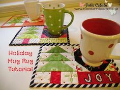 This is toooooo cute--great idea for co-worker gifts. Holiday Mug Rug Tutorial at The Crafty Quilter Christmas Mug Rugs, Christmas Sewing, Christmas Quilting, Christmas Labels, Christmas Art, Christmas Projects, Holiday Crafts, Mug Rug Patterns, Quilt Patterns
