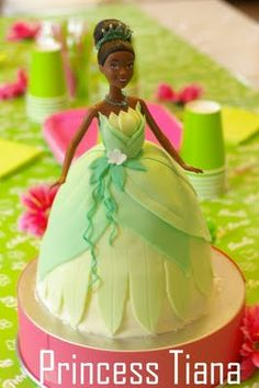 Love these colors! Disney Princess Tiana, Frog Princess, Princess Birthday, Princess Party, Little Girl Birthday Cakes, Baby Birthday, Birthday Ideas, Baby Doll Cake, Frog Cakes