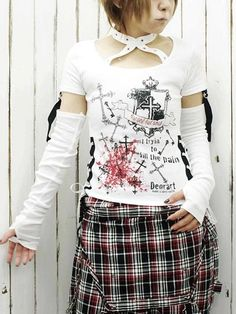 Neck Belt Cutsew w/ Arm Cover White x Red. #punkfashion #Gothic #Deorart See more at: http://www.cdjapan.co.jp/apparel/deorart.html