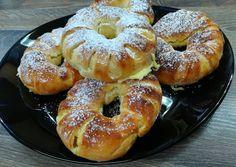 Vaníliakrémes karika recept foto Izu, Bagel, Sweets, Bread, Cookies, Food, Hungarian Cuisine, Crack Crackers, Gummi Candy
