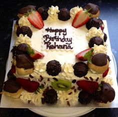 Vanilla sponge cake filled with fresh cream and strawberries.