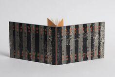 Eenkaterns gelegenheidsboekje, genaaid op strook, eigen papier decoratie, 2011  Oplage: 1