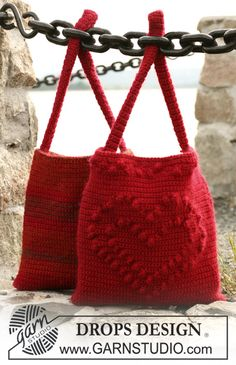 "Crochet DROPS bag with heart and crochet DROPS bag with stripes in ""Alaska"" and ""Vivaldi"" ~ DROPS Design"