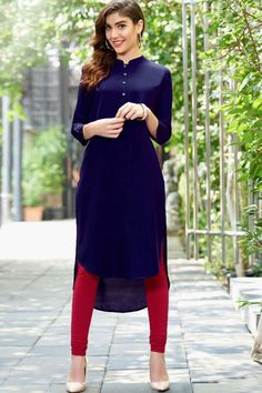 Here is a graceful collection kurti of contemporary style heavy traditional designer kurti for all you ladies who love to don royal elite attires. Indian Attire, Indian Wear, Indian Outfits, Indian Style, Stylish Dresses, Casual Dresses, Summer Dresses, Prom Dresses, Abaya Fashion