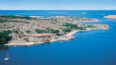 Weit draussen an der Küste, 10 km nördlich von Smögen, liegt der kleine gemütliche Campingplatz Ramsvik Camping.