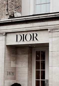 See more ideas about Dior flowers, Dior purses and Dior. Cream Aesthetic, Classy Aesthetic, Black And White Aesthetic, Brown Aesthetic, Phone Wallpaper Boho, Aesthetic Iphone Wallpaper, Fashion Wall Art, Fashion Collage, Aesthetic Backgrounds
