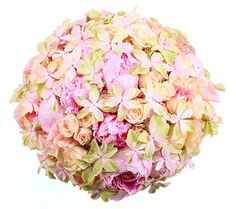 Pyöreä morsiuskimppu Floral Wreath, Wreaths, Home Decor, Decoration Home, Room Decor, Bouquet, Flower Band, Interior Decorating, Floral Arrangements
