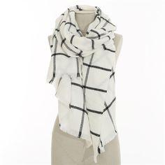 Pimkie.fr : Chic et féminine, la maxi écharpe à carreaux vous accompagne dans la saison.