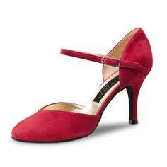 """D'un rouge éclatant, le modèle de chaussures de danse Gitana de Nueva Epoca par Werner Kern vous offrira autant d'élégance que de confort de danse. Modèle """"Gitana"""" de Nueva Epoca 165€ www.label-latin.com"""
