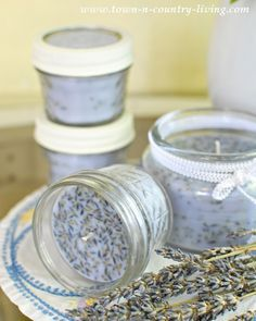 Make your own Lavender Candles - it's easy and costs less than store-bought. See how to make lavender candles and infuse this floral and herbal fragrance throughout your home. Easy to do and costs less than store-bought candles! Homemade Candles, Homemade Gifts, Scented Candles, Diy Gifts, Lavender Candles, Lavender Seeds, Lavender Crafts, Diy Candles Natural, Lavender Decor