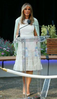 Melania Trump,o it beautiful first lady.