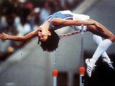 Sara Simeoni (Rivoli Veronese, 19 aprile 1953) atleta italiana specializzata nel salto in alto. Campionessa olimpica e medaglia d'oro alle XXII Olimpiadi di Mosca nel 1980, è stata primatista del mondo con la misura di 2,01 metri stabilita due volte nel 1978, anno in cui vinse il campionato europeo. Quattordici volte campionessa italiana, ha detenuto il primato italiano per 36 anni dal 12 agosto 1971 all'8 giugno 2007.