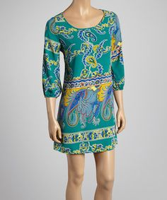 Slip into this leisurely tunic for bountiful boho beauty. Prismatic paisley and a peekaboo back lend carefree charisma to every sashay, while a loose silhouette that flows over curves ensures figures stay flattered from dawn to dusk.
