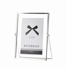 Riverdale fotolijst zilver in verschillende maten te bestellen bij www.wijnenverfenbehang.nl