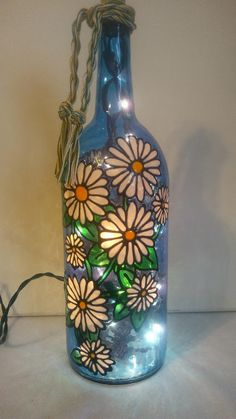 Daisies Bottle Lamp Handpainted Stained Glass Look Lighted Painted Glass Bottles, Painted Wine Glasses, Decorated Bottles, Glass Painting Designs, Glass Bottle Crafts, Bottle Art, Bottle Lamps, Crafts With Bottles, Bottle Painting