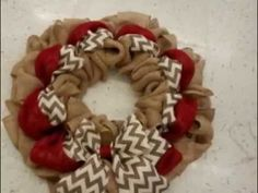 How to make a cute Burlap Wreath with two colors (or three)., decor diy wreath How to make a cute Burlap Wreath with two colors (or three). Burlap Wreath Tutorial, Diy Wreath, Mesh Wreaths, Holiday Wreaths, Wreath Fall, Wreath Ideas, Burlap Projects, Burlap Crafts, Burlap Christmas