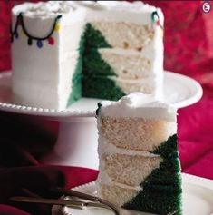 How to make a Christmas tree cake inside- Come si fa una torta con albero di Natale all'interno Tutorial to create not just one cake with a Christm. Christmas Dishes, Christmas Goodies, Christmas Desserts, Christmas Treats, Christmas Baking, Fondant Christmas Cake, Christmas Tree Cake, Christmas Cake Decorations, Mini Cakes