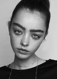 Alice Vink 동양미 물씬 나는 Alice Vink Who: Alice Vink, 180 cm / Dutch, born May Why: A doll-like Dutchy with the most amazingly mesmerising eyes framed by incredible eyebrows, Alic. Face Reference, Photo Reference, Cara Delevigne, Art Photography Portrait, Photographie Portrait Inspiration, Face Study, Thick Eyebrows, Perfect Eyebrows, Aesthetic People